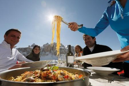 Gastronomie na lyžích: jak jíst v rytmu regionu