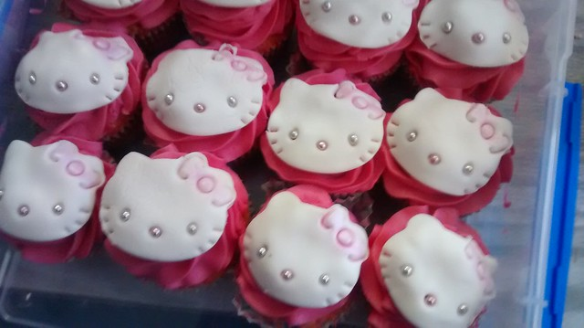 hello kitty cupcakes