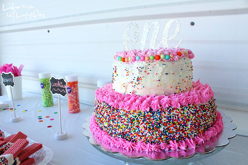 How to throw a Pinterest-worthy party: everything you need to know to throw a great party that everyone will love! After this you'll know how to throw a party!