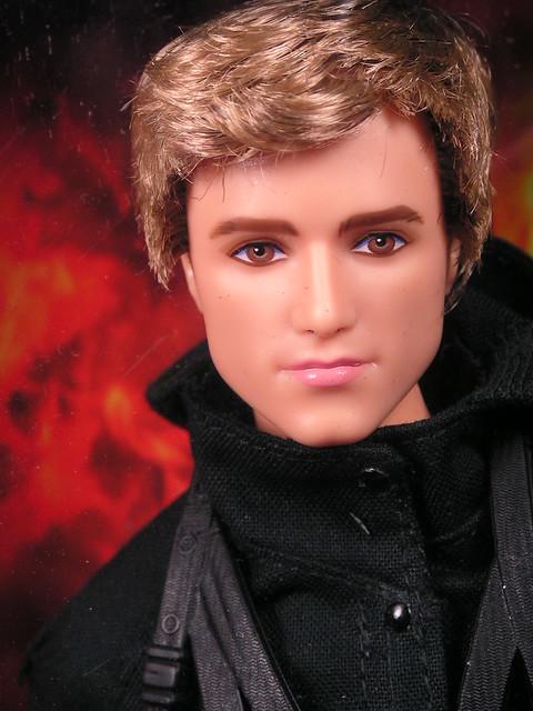 2015 Barbie The Hunger Games Mockingjay - Part 2 Peeta CFJ34 (1)