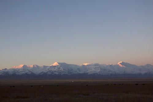 travel viaje sunset snow mountains landscape asia snowy snowcapped amanecer silkroad paysage centralasia kyrgyzstan range cordillera montañas pamir asiacentral rutadelaseda kirguistan