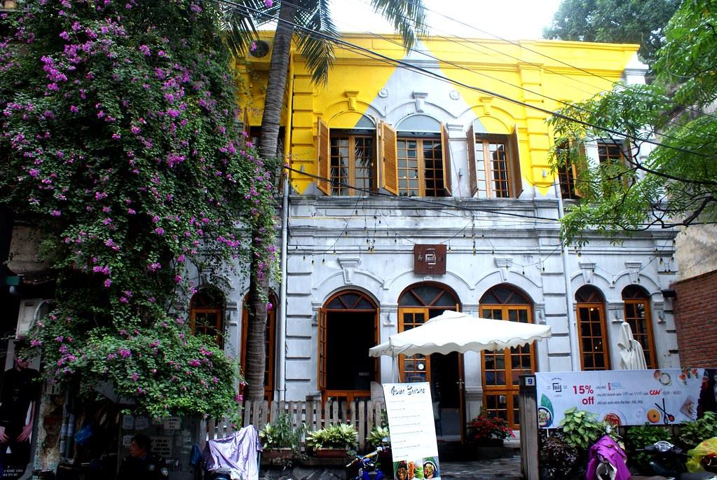 """Ancienne villa transformée en restaurant dans le """"quartier français"""" d'Hanoi."""