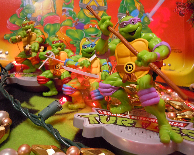 "AMERICAN GREETINGS, Heirloom Ornament Collection :: TEENAGE MUTANT NINJA TURTLES - ""DONATELLO"" MUSICAL Ornament i (( 2015 ))"