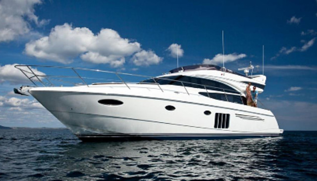 Mumbai Motor Yacht Charter for 25 People