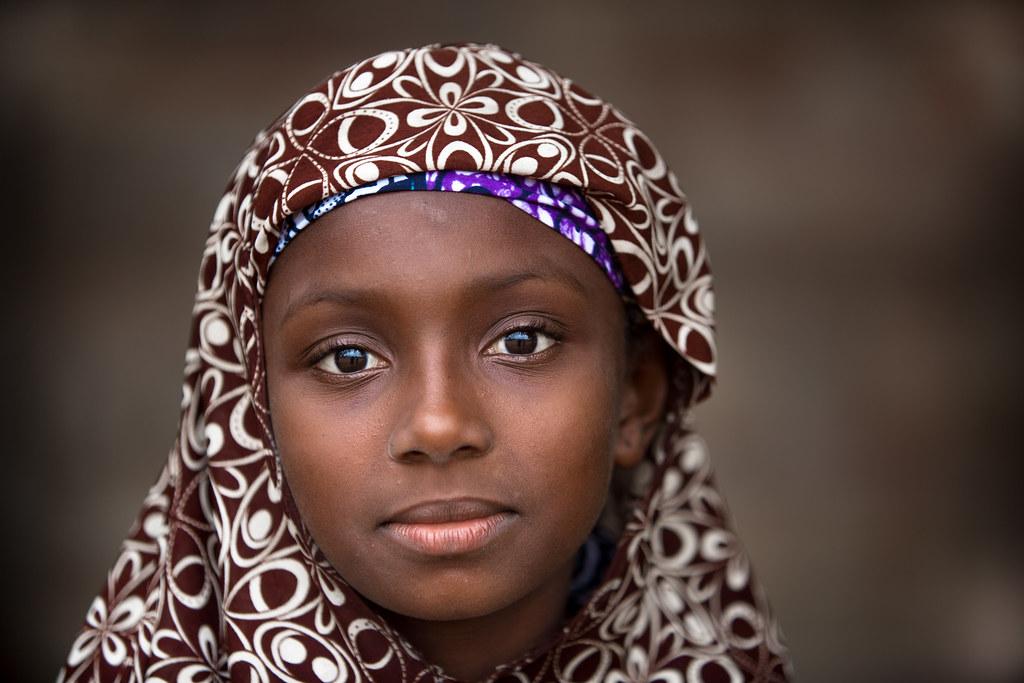 Benin: jeune fille à Ouidah.