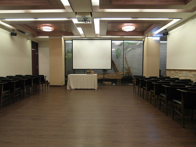 地下室作為會議室可容納100人,作為餐廳約可安排40人同時用餐@棉花田有機餐廳