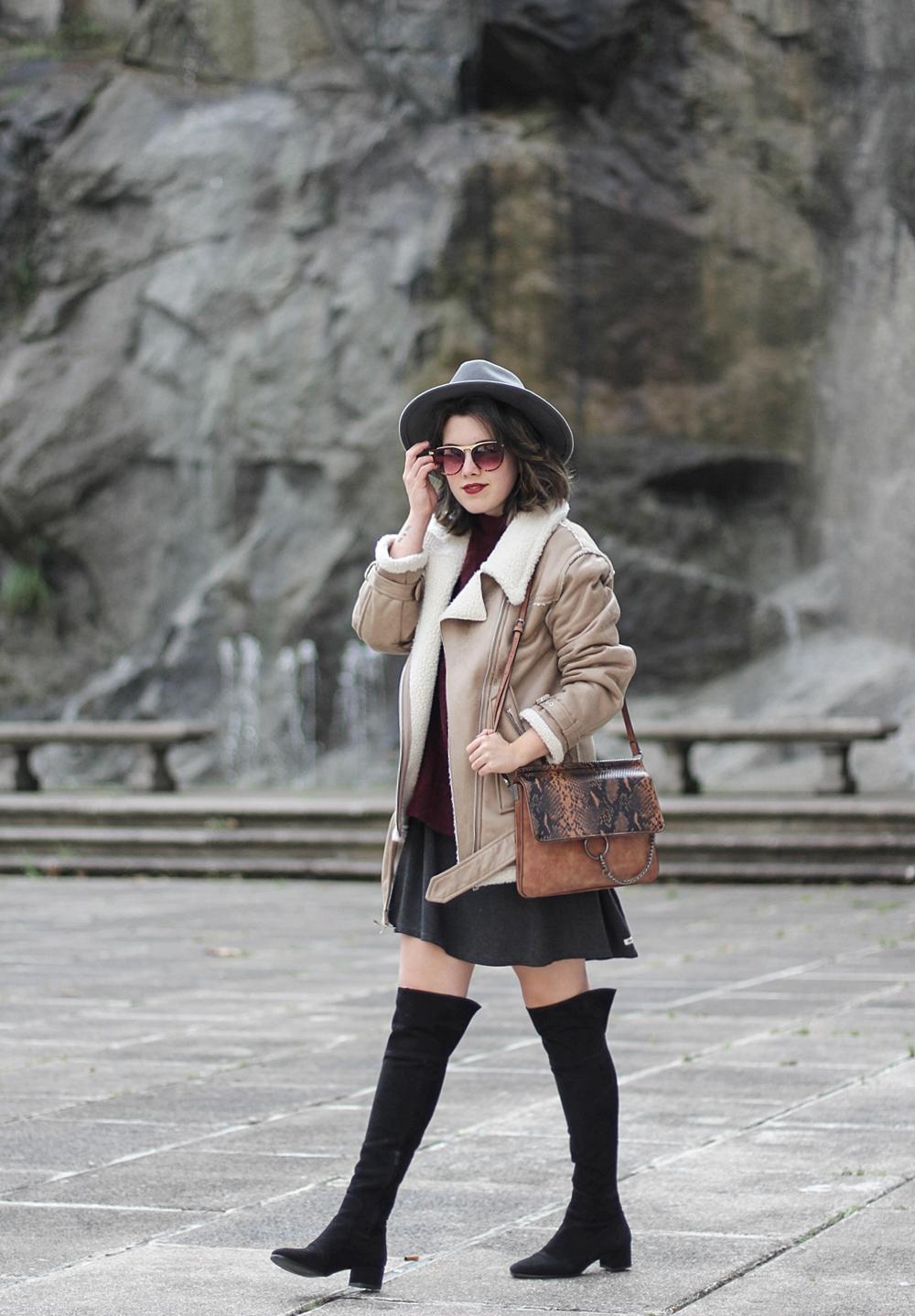 look con chaqueta con borreguillo y botas altas streetstyle myblueberrynightsblog
