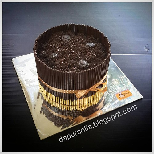 Crazy chocolate cake with pocky-pocky. Birthday cake with chocolatey flavor from inside out.  Thanks for the order.  #chocolatey #chocolatecake #brownieskukus #pockypocky #birthdaycake #dapursolia #paiton #besuki #kraksaan #probolinggo #onlinecakeshop   H