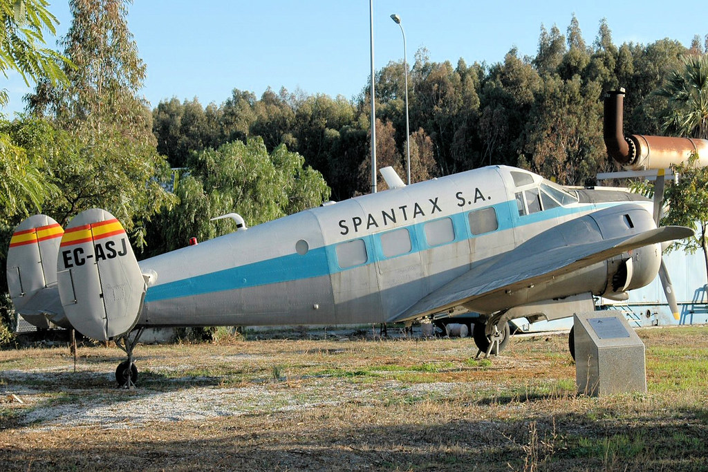 EC-ASJ Beech 18 Spantax (Malaga 12-11-2005)
