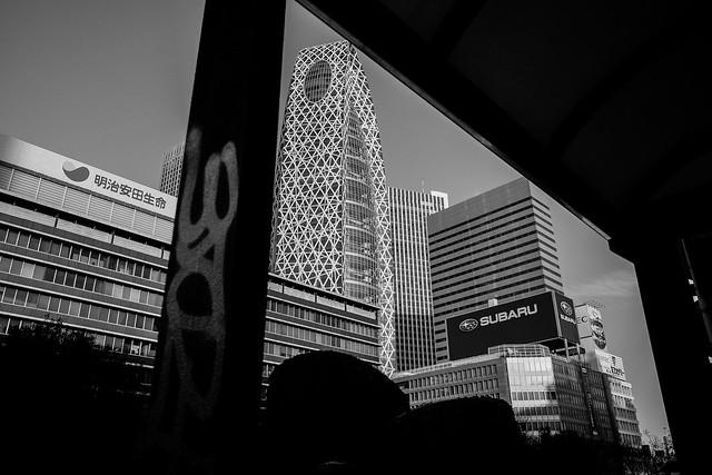 煩悩 [機材沼] : 新宿の朝(14)