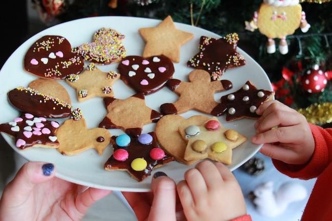 Sablés_de_Noël_à_4_mains_à_réaliser_avec_les_tout_petits_blog_pâtisserie_la_rochelle_1