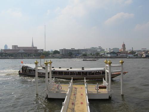 Bangkok: bateau-bus sur la rivière Chao Phraya