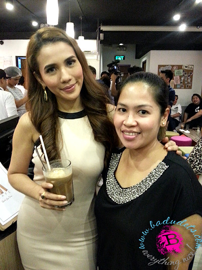 Karylle at book and borders cafe