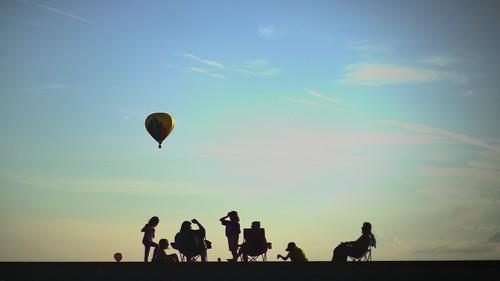 travel light sunset ohio summer sky people look festival landscape evening balloon hotairballoon marysville allohioballoonfestival