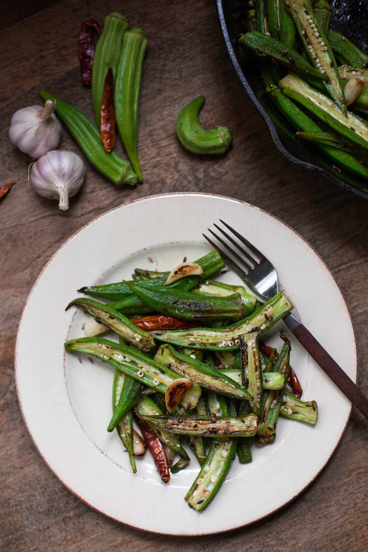 Blistered Okra with Garlic and Cumin #30MinuteMondays | acalculatedwhisk.com