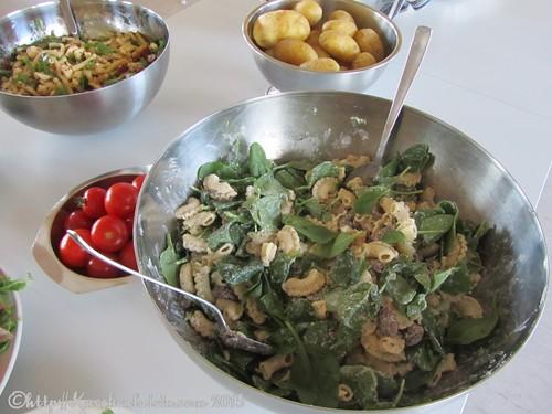 ©Buffet mit Pasta-Champignonsalat mit Spinat und Ricotta