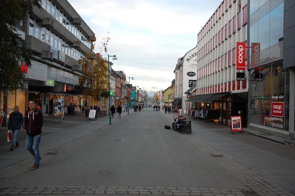 Animada calle de Tromso