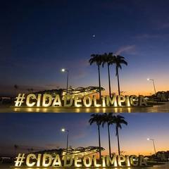 E com esta espetacular imagem do amanhecer na praça Mauá, centro do Rio, captado por Thiago Lontra (Agência O Globo), nosso cordial Bom Dia ! #AplausoBlogAuroradeCinema #BlogAuroradeCinemadeseja  #Rio450 #riodejaneiro #errejota #lindodever #rioeuteamo #po