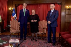 U.S. Secretary of State John Kerry poses for a photo with Chilean President Michelle Bachelet and Chilean Foreign Minister Heraldo Muñoz before their bilateral meeting at the at the Cerro Castillo Presidential House in Valparaiso, Chile, on October 5, 2015. [State Department photo/ Public Domain]