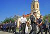 Die Ehrengäste beim Festumzug mit der Billed-Alexanderhausener Blaskapelle