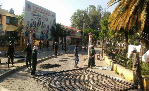 POLICÍA INTERVIENE EN LÍO DE LA UAJMS Y ARRESTA A 12 ALUMNOS