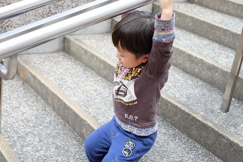 階段で遊ぶ