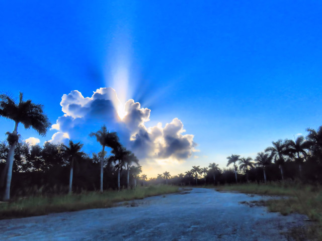 Clouds to east HDR 20151109