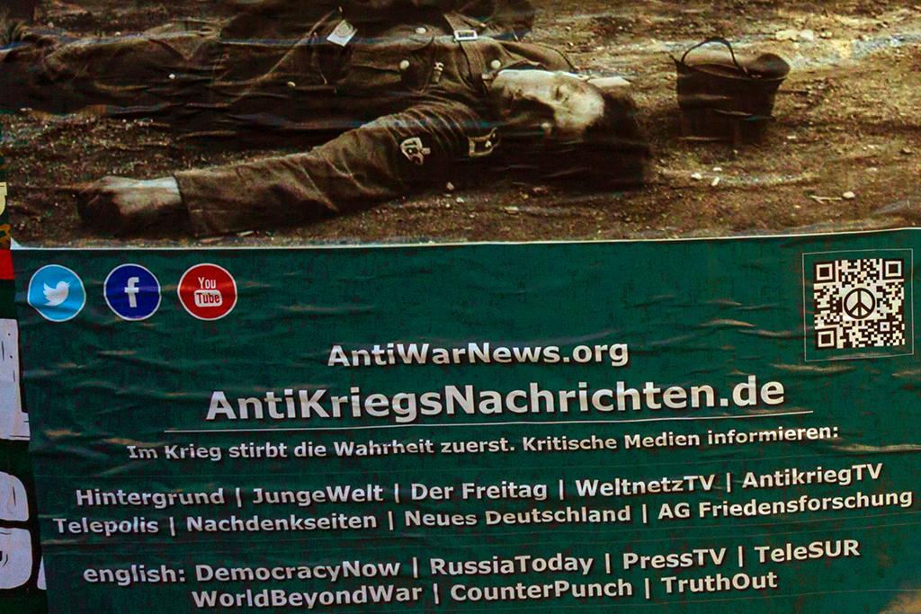 NIE WIEDER KRIEG Frieden mit Russland--Berlin (detail)