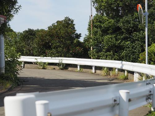 利島のカーブ坂道