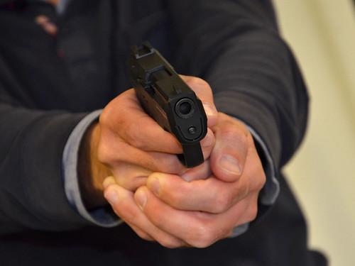 Неизвестные с пистолетом похитили из интернет-магазина в центре Москвы 15 телефонов на 1 млн руб