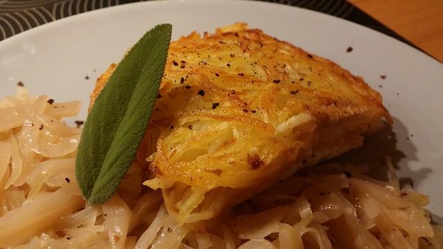 Heilbutt mit Erdäpfel-Senf-Kruste auf Veltliner-Weißkraut