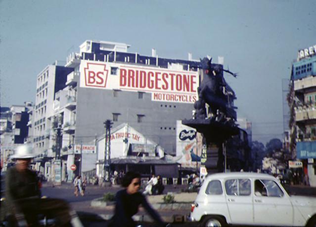 SAIGON 1967 - Ngã sáu Phù Đổng