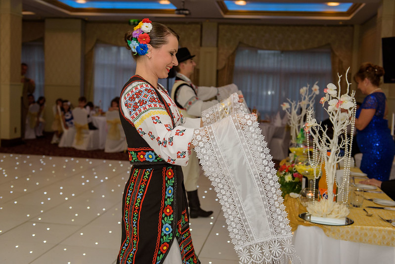 """Dansatori la nunti si petreceri  Ansamblul """"Mărțișor"""" > Foto din galeria `Fara titlu`"""