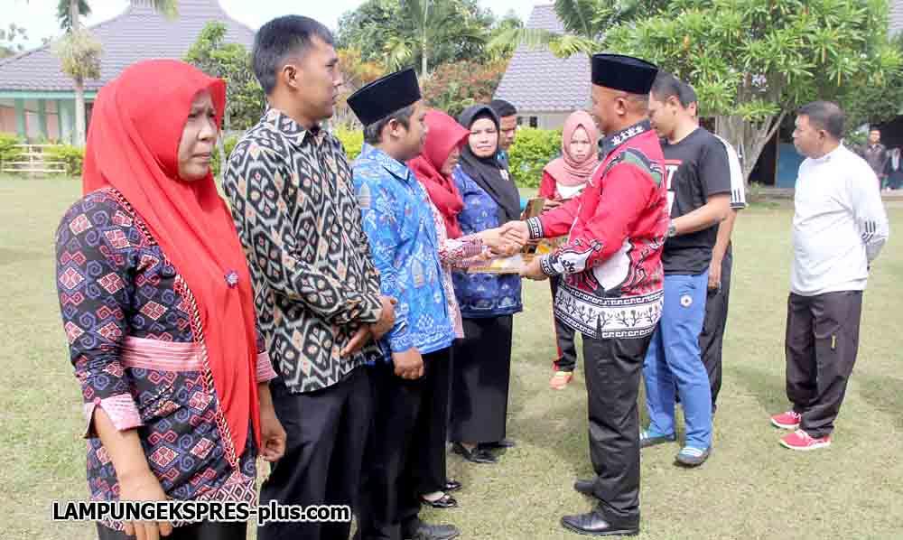 2.314 Guru Honor Murni dan staf TU Lampung Barat Mendapatkan SK