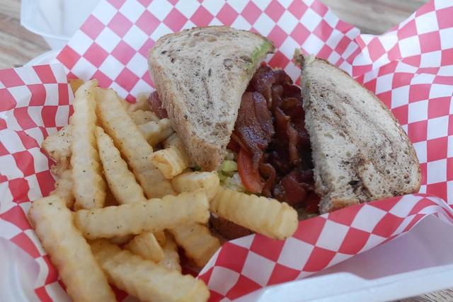土, 2016-12-17 12:09 - モントローズ空港のサンドイッチ