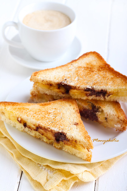Banana and chocolate grilled sandwiches