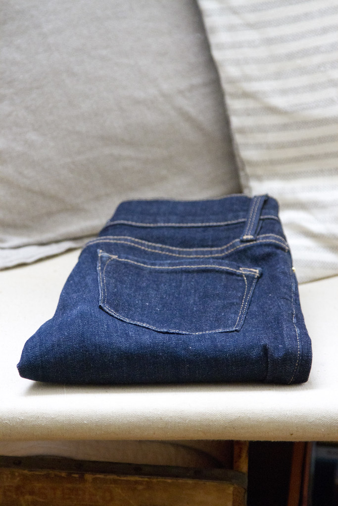 growing a minimalist wardrobe: blue jeans | reading my tea leaves