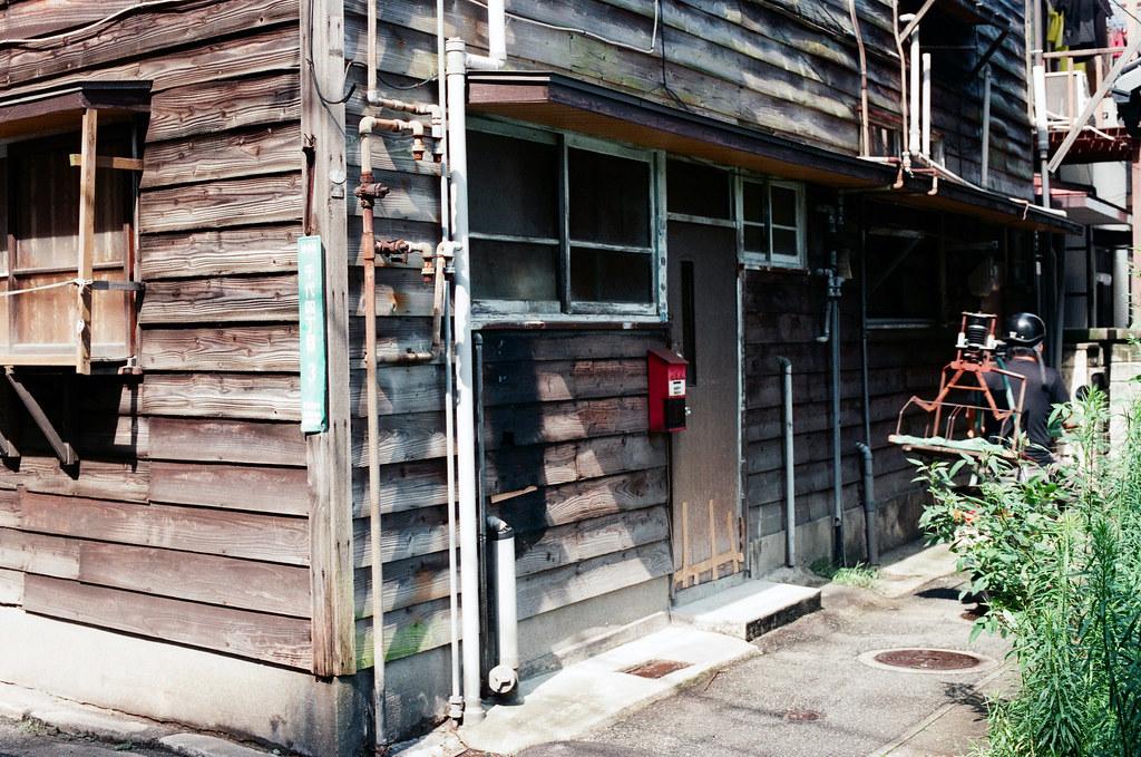 千代町 福岡 Fukuoka 2015/09/03 前往崇福寺的路上,剛好有一台餐車過去。  Nikon FM2 / 50mm AGFA VISTAPlus ISO400 Photo by Toomore