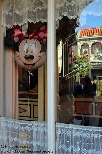 Minnie Mouse balloon is overlooking Main Street