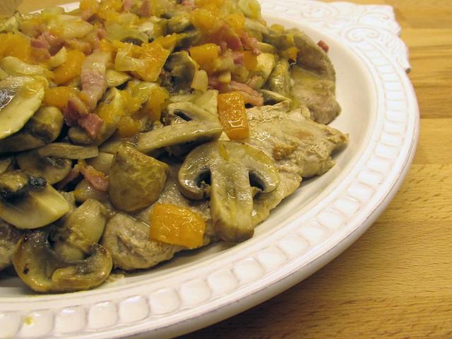 Bifinhos do lombo com abóbora e cogumelos