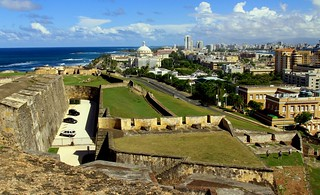 Bild av Castillo San Cristóbal nära San Juan. ocean old blue sea sky cloud beach skyline puerto town san view juan cloudy outdoor district sunny historic rico pr caribbean cristobal castillo sju konomark