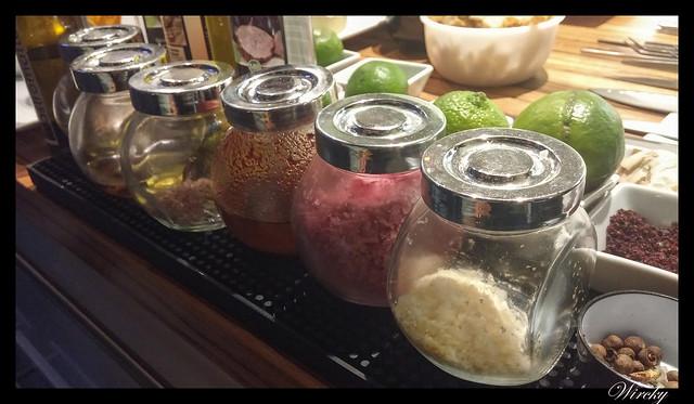 Showcooking en restaurante Summumm Gastroespacio - Botes de especias