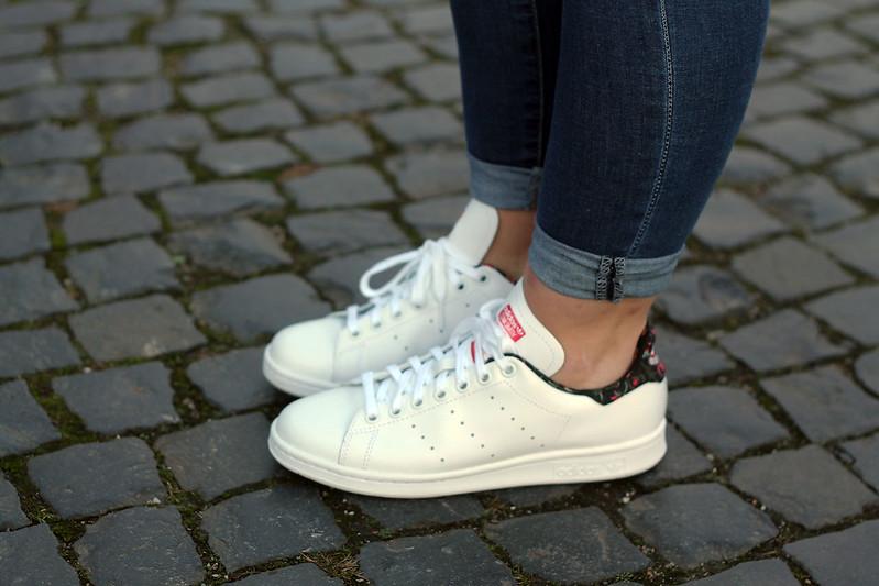 sneaker-stan-smith-adidas-schuhe-weiß-floral-blumen-outfit