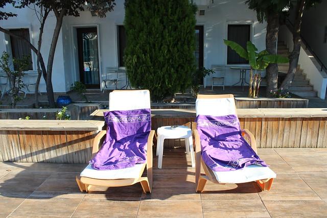 Meillä on omat, meille varatut aurinkotuolit hotellilla.