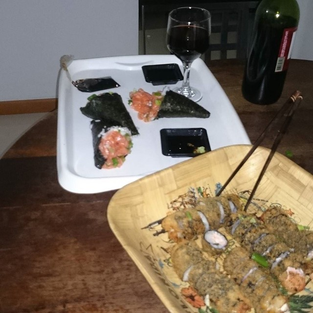 #sushi #temaki #sushitime #japanesefood #comidajaponesa #comida #redvine #vine