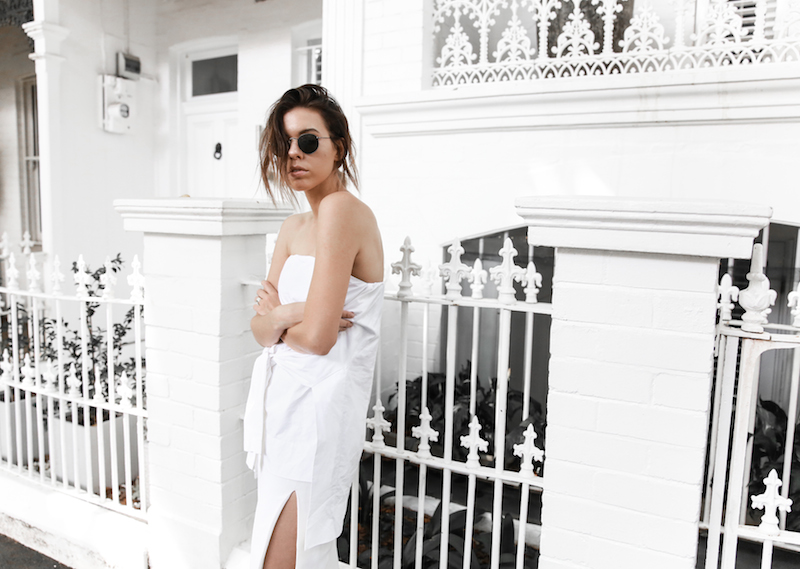 all white street style off duty fashion blogger one top three ways modern legacy farfetch inspo (8 of 13)