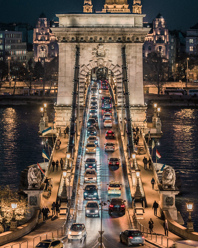 Traffic in Chain bridge