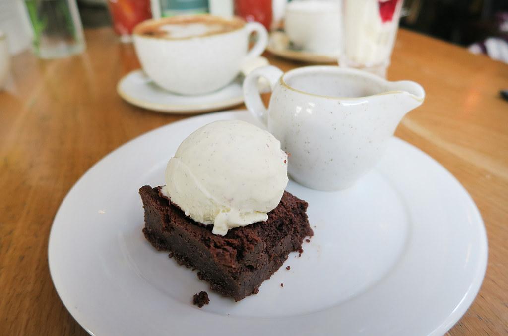 the-happenstance-restaurant-chocolate-brownie-with-vanilla-ice-cream