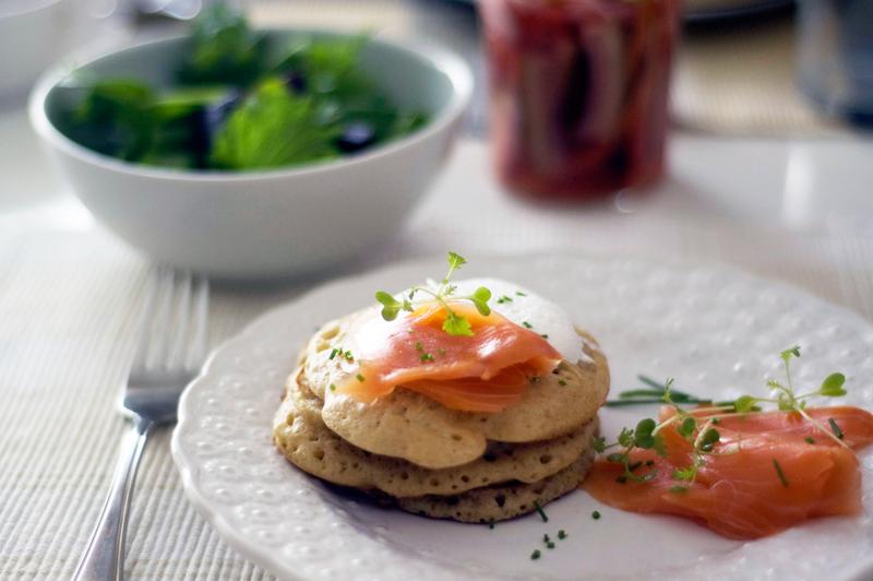 Pickles de cenoura e blinis de trigo sarraceno