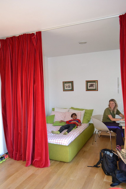 bedroom and office - Where to Stay in Madrid - Only-Apartments